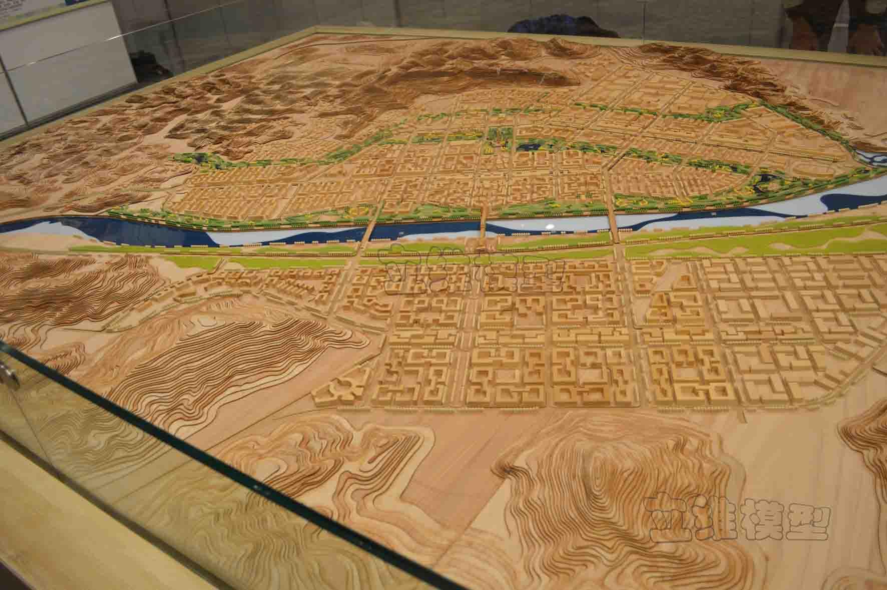 模型材料为红胡桃木,椴木